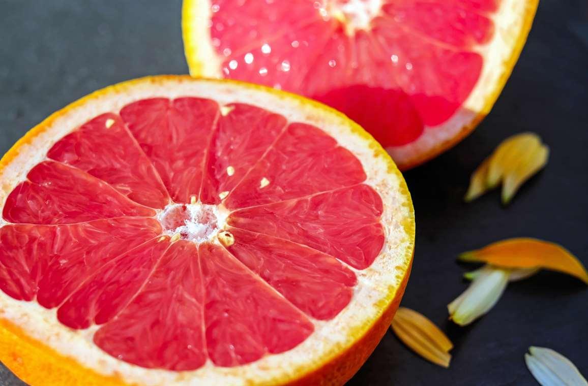 red%20grapefruit%20reduces%20risks%20of%20cancer.jpg