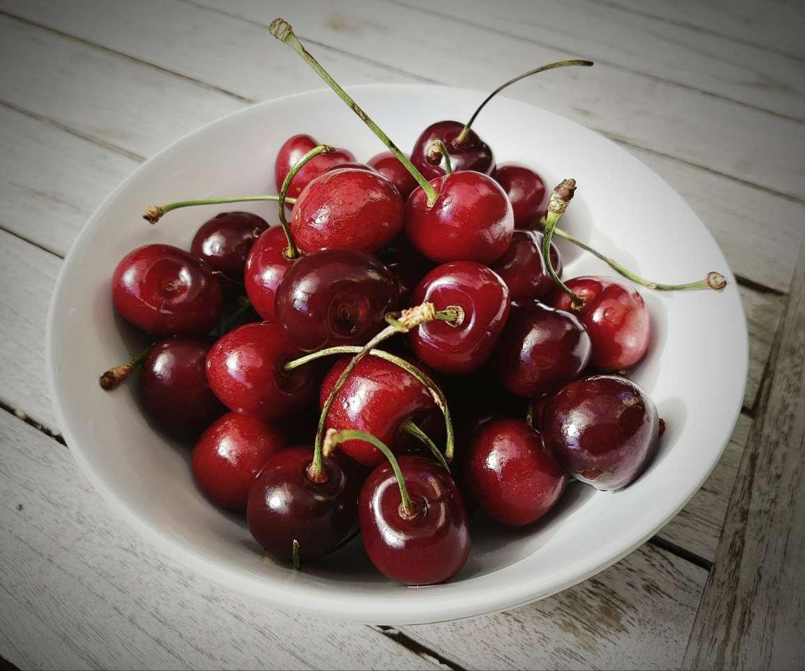 cherries%20to%20eat%20at%20night.jpg